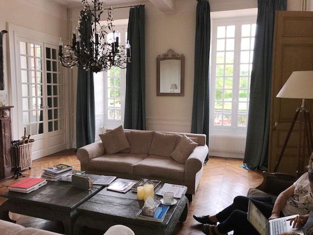tissu Olympe de la maison Pierre Frey pour le salon et la salle à manger sur plis flamands
